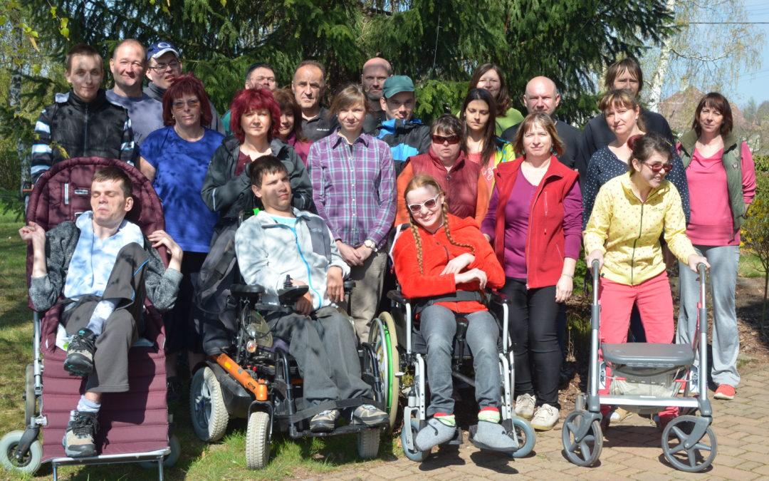 Zaměstnanci ASSA ABLOY Rychnov pomohli zahradě v Centru Orion přivítat jaro